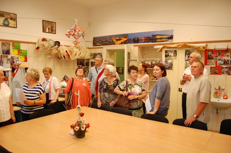 Grupa z Pabianic w pracowni artystycznej Wrocławskiego Centrum Seniora