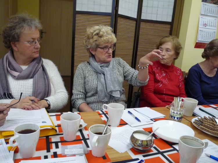 Członkowie Miejskiej Rady Seniorów podczas posiedzenia