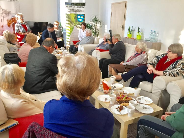 Dyskusja uczestników posiedzenia na temat funckjonowania Rad Seniorów