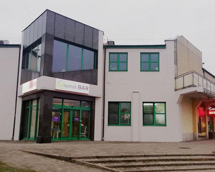 front budynku z wejściem do Lawenda Bar
